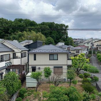 眺望は向かいの住宅街です。