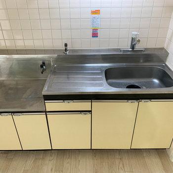 【DK】作業スペースもしっかりのキッチンです。