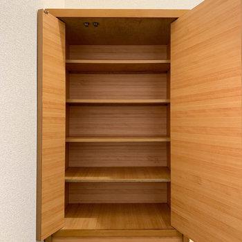 シューズボックスは木製でキュート。