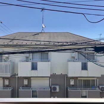 住宅街ですもの、眺望はお隣さん。
