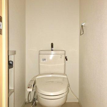トイレは温水洗浄便座付き◯※フラッシュを利用して撮影しています。
