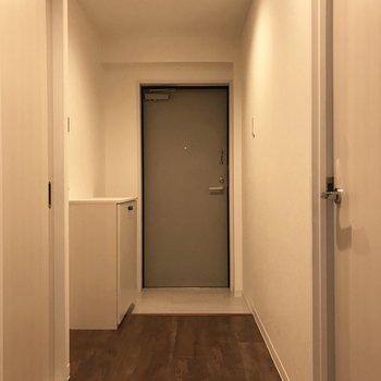玄関もシンプルに。やっぱりスッキリさせたいよね。
