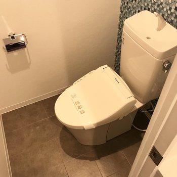 トイレはもちろんウォシュレット付き!この個室感が落ち着く〜。