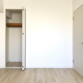 収納は小さめ。衣装部屋兼、書斎なんてどう?