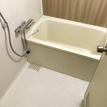 お風呂も嬉しいサーモ水栓。温度調節しやすいのです。