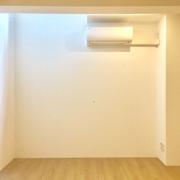 【洋室】こちらは寝室ですね。