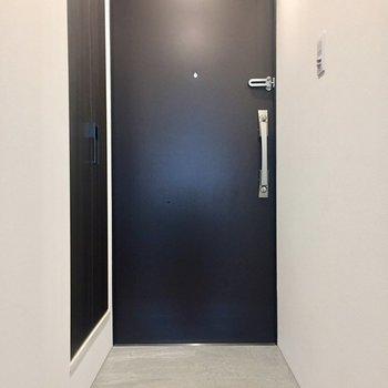 玄関はフラットなタイプです。