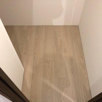 【寝室】天井が低いので頭をぶつけないように注意しましょう。