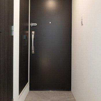 玄関はフラットタイプ。※写真は前回募集時のものです