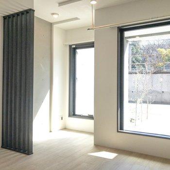 【DK】窓が大きくて開放的ですね。