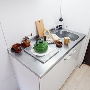1口コンロながら調理スペースもあるのです。※写真は2階の同間取りの別部屋のものです ※家具はサンプルとなります