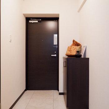 玄関がゆったりなんです。※写真は2階の同間取りの別部屋のものです ※家具はサンプルとなります