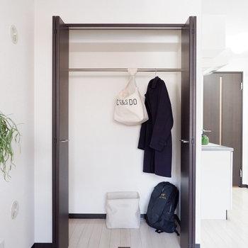 ゆったりサイズですね。※写真は2階の同間取りの別部屋のものです ※家具はサンプルとなります