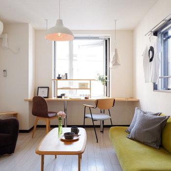 2面採光で爽やかなお部屋。※写真は2階の同間取りの別部屋のものです ※家具はサンプルとなります