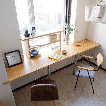 ゆったりとしたデスク付!※写真は2階の同間取りの別部屋のものです ※家具はサンプルとなります