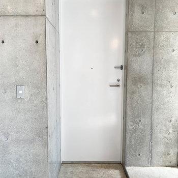 玄関です。クールなかっこよさ。