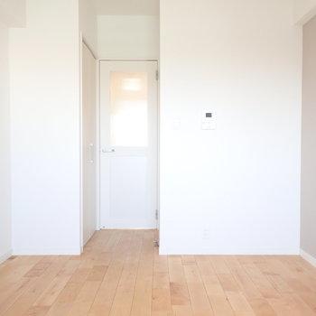 バーチは光沢があってお部屋がパッと明るくなります!※写真はモデルルームです。