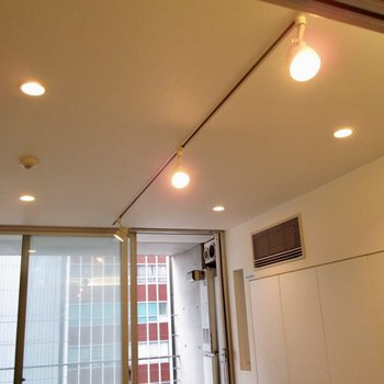 ライティングレールでお部屋の明るさを調節を◯※写真はクリーニング前のものです
