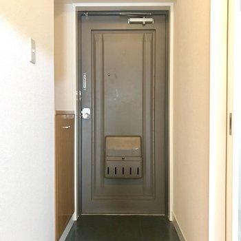 このドアの雰囲気も、たまらんなあ。
