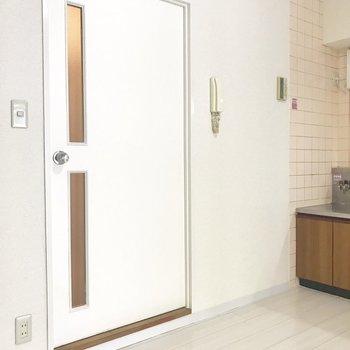 【DK】1段上がったドアを開くと、