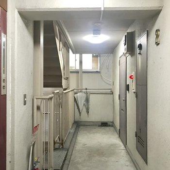 共用部。エレベーター降りてすぐのお部屋。
