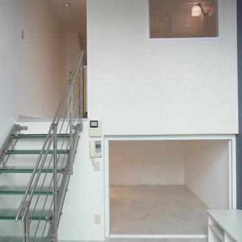 ちょっとしたステップフロア※写真は9階の同間取りの別部屋のものです