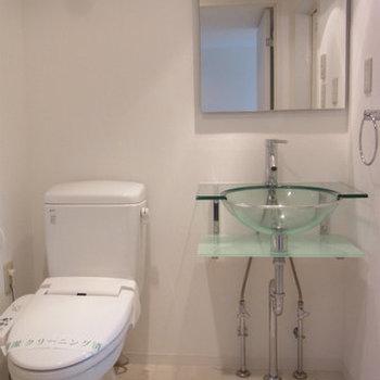 爽やかな洗面スペース※写真は9階の同間取りの別部屋のものです