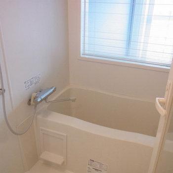 お風呂はこちら。シンプルですね。※写真は9階の同間取りの別部屋のものです