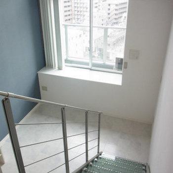 階段の上から※写真は9階の同間取りの別部屋のものです