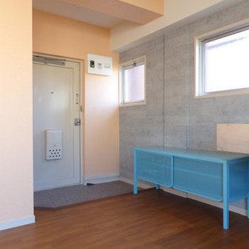 玄関にはブルーの靴箱。※写真は前回募集時のものです