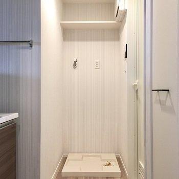 突き当りにはお風呂。サニタリーはわりとコンパクトですね。
