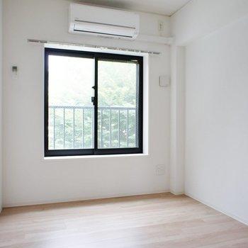 こっちは4.3帖のお部屋※写真は3階同間取り別部屋のものです