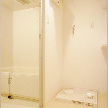 お風呂、脱衣スペースも※写真は3階同間取り別部屋のものです