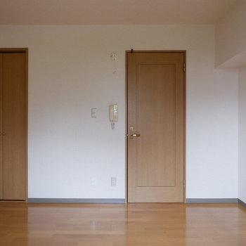 どんな家具でも合いそうですね。※写真は4階反転似た間取りの別部屋のものです