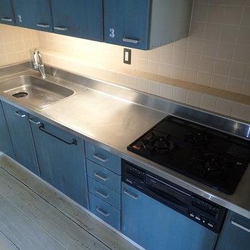 【LDK】調理スペースもゆったり、3口コンロもうれしいですね。