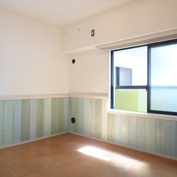 【洋室】風通りが良いお部屋です。