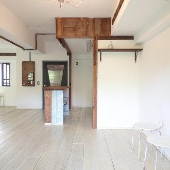 【LDK】キッチン横にはディスプレイができそうなかっこいい棚※家具はサンプルです