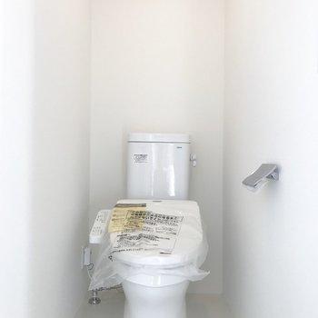 奥の扉にはトイレが。※写真は前回募集時のものです
