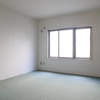 【洋室】ベッドルームはこちらですかね