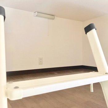 コンパクトなロフトは収納スペースに。※写真は3階反転間取り別部屋、モデルルームのものです
