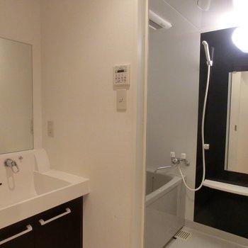 シックなデザイン※写真は3階の同間取り別部屋のものです