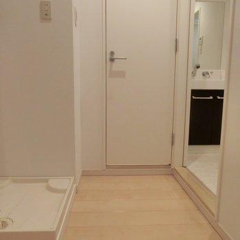 室内に洗濯機が置けます!※写真は3階の同間取り別部屋のものです