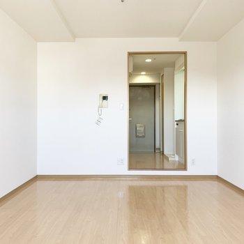 この大きな開口が素敵。(※写真は13階の同間取り別部屋のものです)