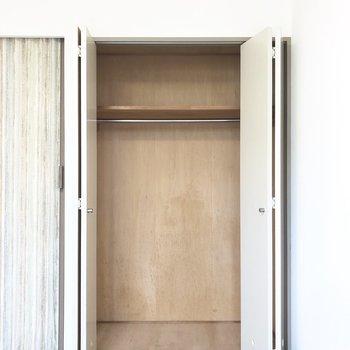 下部にラックを置いたりして整理整頓したいなぁ。※写真は3階の反転間取り別部屋のものです