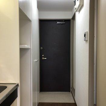 靴の脱ぎ履きがしやすい広さの玄関です。※写真は3階の反転間取り別部屋のものです