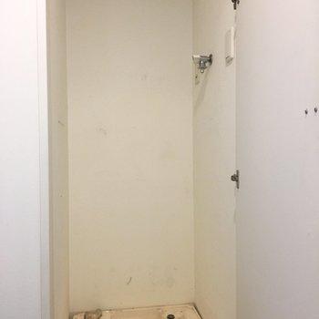 洗濯機置き場は玄関に