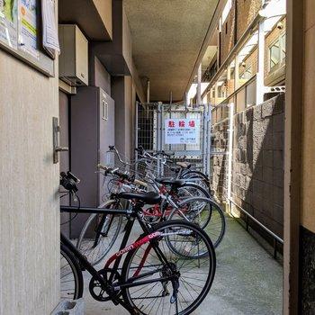 自転車置き場はオートロックの中なので安心◎