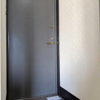 シックな玄関まわり。