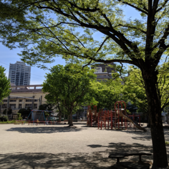 すぐ近くに癒し系の公園ありました。