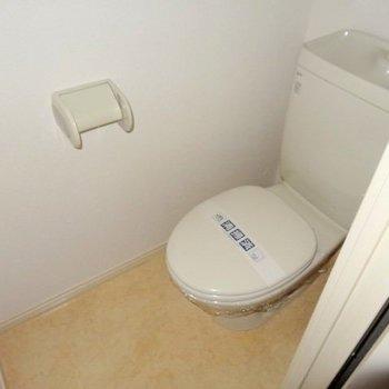 トイレはコンパクト。とってもキレイ!